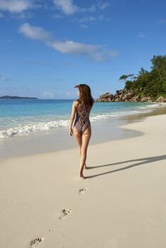 Constance Lemuria beach walk