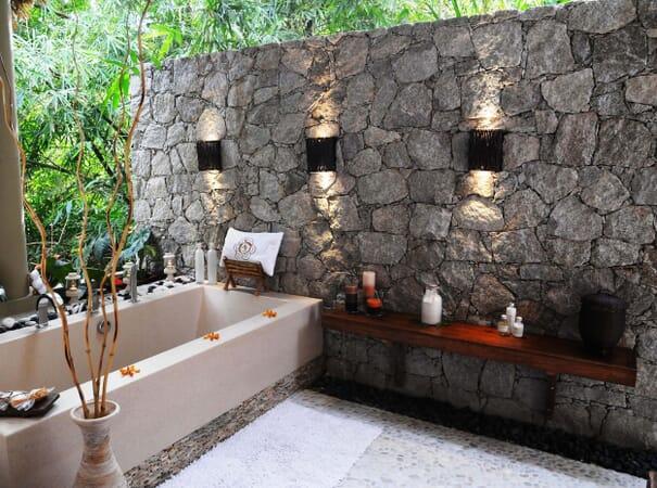 La Domaine de L'Orangeraie bathroom