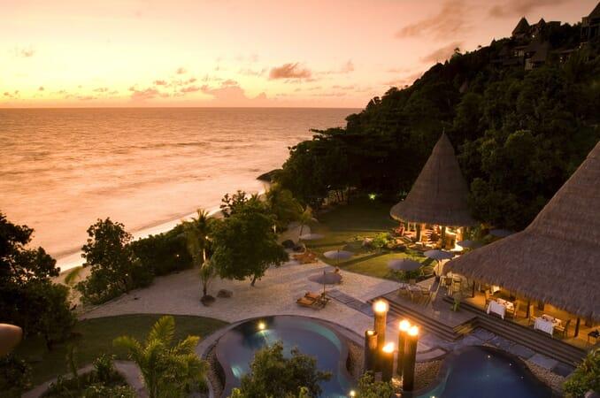 Anantara Maia Seychelles pool bar
