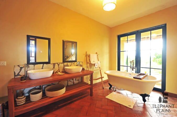 Elephant Plains Lodge bathroom