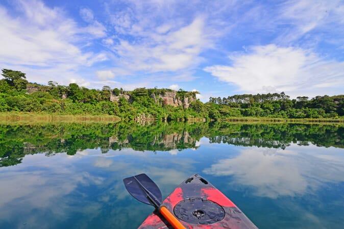 Kayaking Uganda Lake Kyaninga